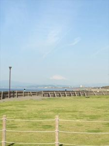 朝8:00、イベント開始前の会場。富士山も臨めます。