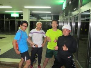 (右からT氏、朝倉、N氏、三宅)二人に一人が頭にタオルを巻いています☆