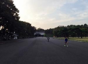 桜田門前広場。多い時は一瞬で何百人ものランナーがここを駆け抜けます。